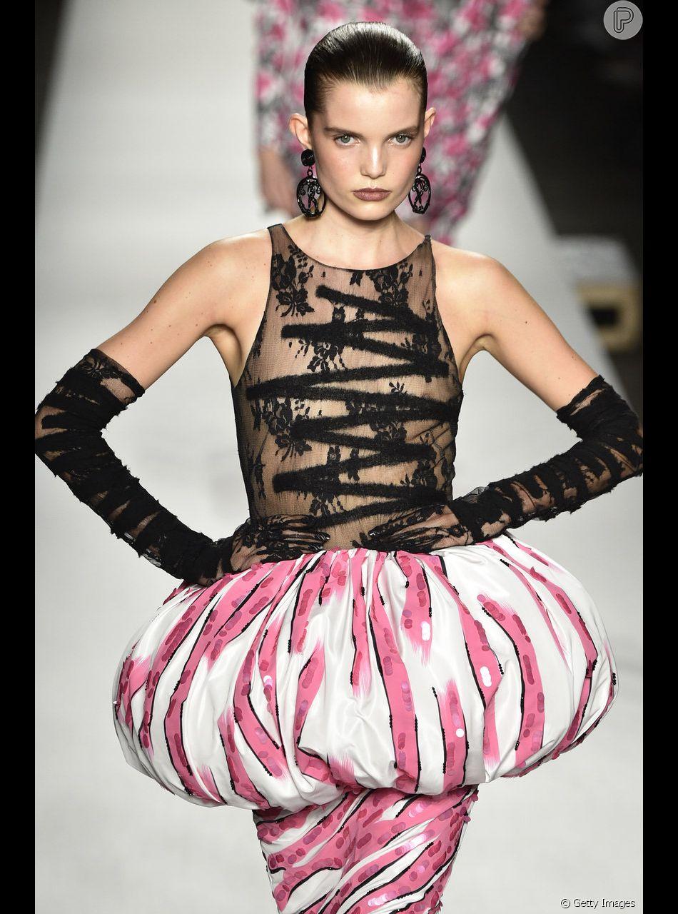 Balonê  a trend dos anos 80 apareceu no desfile da Moschino por Jeremy Scott a730d127d7