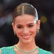 Bruna Marquezine é elogiada por Anavitória ao cantar música delas: 'Coisa linda'