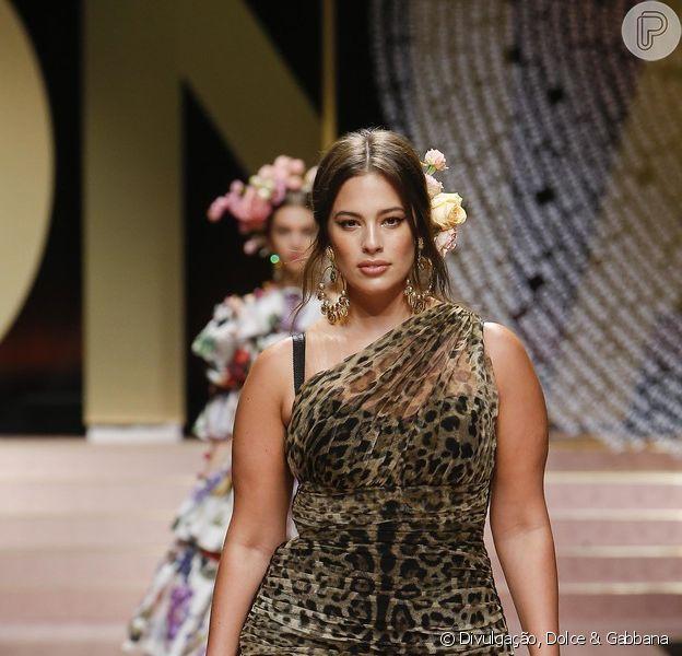 Desfile da Dolce & Gabbana fechou a Semana de Moda de Milão em 23 de setembro de 2018. Uma das musas da grife. Ashley Graham teve suas curvas valorizadas por um modelo todo drapeado, em animal print