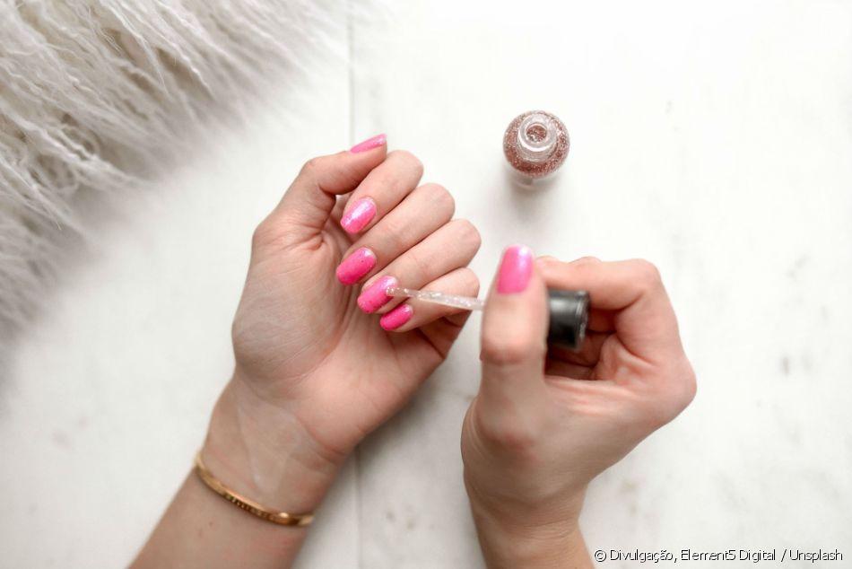 Saiba o que fazer para o esmalte durar mais tempo nas unhas