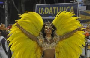 Juliana Alves dá show em sua estreia como rainha de bateria da Unidos da Tijuca