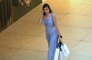 Camila Queiroz e Klebber Toledo, casados a um mês, vão juntos às compras. Fotos!