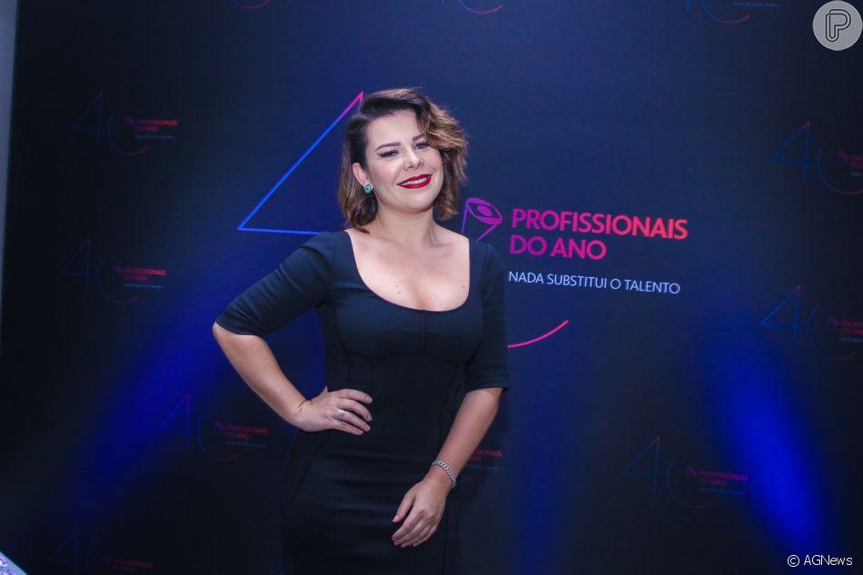 29f5cbf19 Fernanda Souza prestigiou o Prêmio Profissionais do Ano