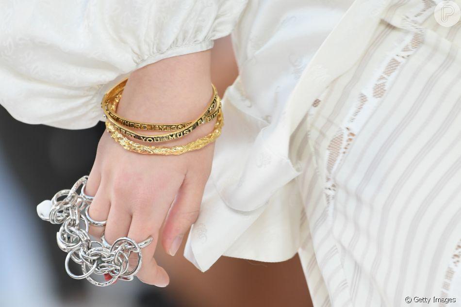 fa9de31a6c4a5 O mix de anéis apareceu no desfile da grife Chloe na Semana de Moda de  Paris no dia 27 de setembro de 2018