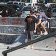 Murilo Benício aproveita manhã de sol no Rio para andar de skate com o filho Pietro, de 9 anos