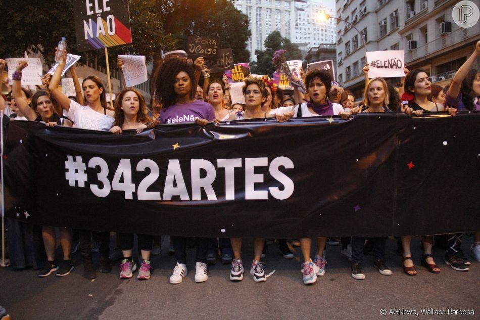Nanda Costa e sua namorada, Lan Lanh, participaram neste sábado, 29 de setembro de 2018, de uma manifestação contra o candidato à Presidência da República Jair Bolsonaro