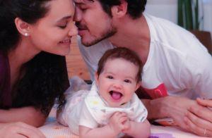 José Loreto mostra a filha, Bella, sorrindo ao comer mamão: 'Aprendendo'. Foto!