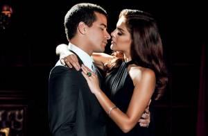 Paloma Bernardi e Thiago Martins posam românticos:'O beijo dela me tira do chão'