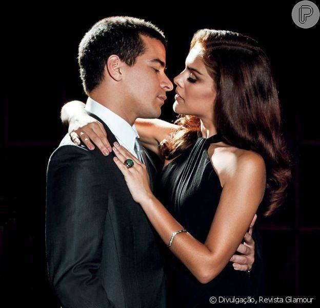 Paloma Bernardi e Thiago Martins recriam cena romântica do filme 'Sr. e Sra. Smith' ao posar para a revista 'Glamour'