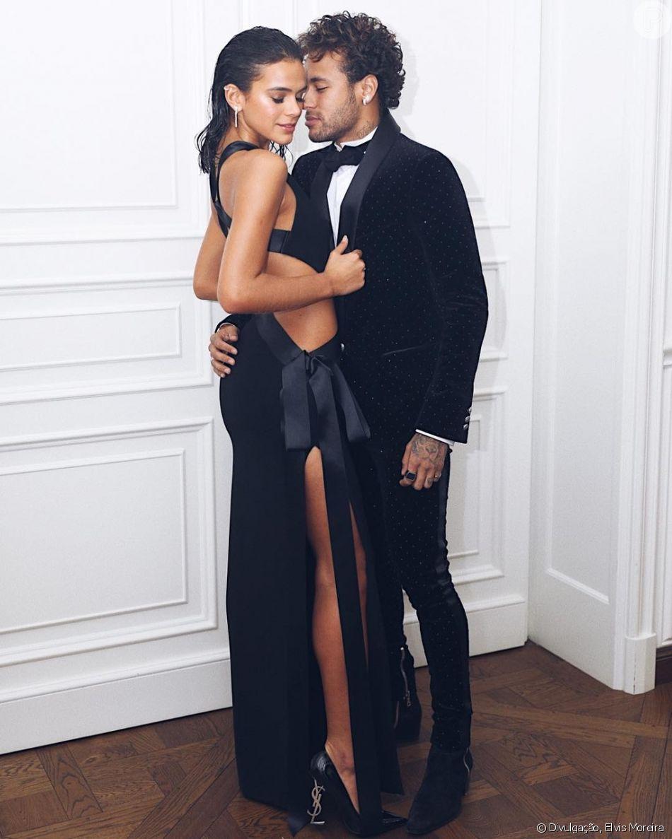Bruna Marquezine tem se divertido com o namorado, Neymar, em temporada na  França d2b8cc8582