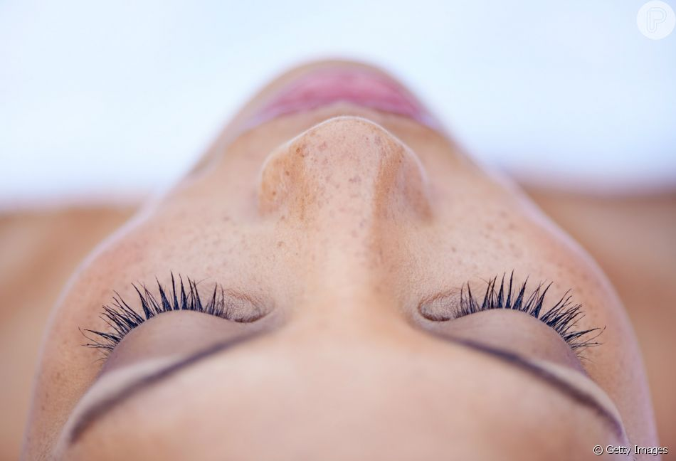 Saiba se os cosméticos para alongar os cílios funcionam