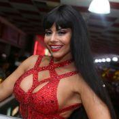 Viviane Araujo, de peruca, aposta em look de R$ 14 mil com cristais no Salgueiro