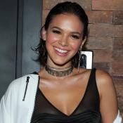 Bruna Marquezine usa biquíni com mix de estampas de R$ 248 em Noronha