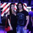 Carla Prata foi fotografada com o namorado, Mariano, em show no Rio