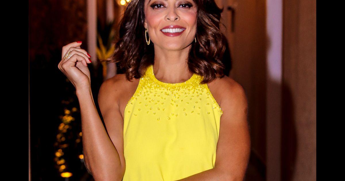 caa7b8341 Juliana Paes evidencia pernas e bronzeado com vestido curto em evento de  beleza. Fotos! - Purepeople