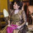Em 'O Tempo Não Para', Agustina (Rosi Campos) vai pedir conselhos a Miss Celine após flagrante do marido: ' Minha mente está confusa entre o passado e o presente. Percebo que não sei mais como agir'