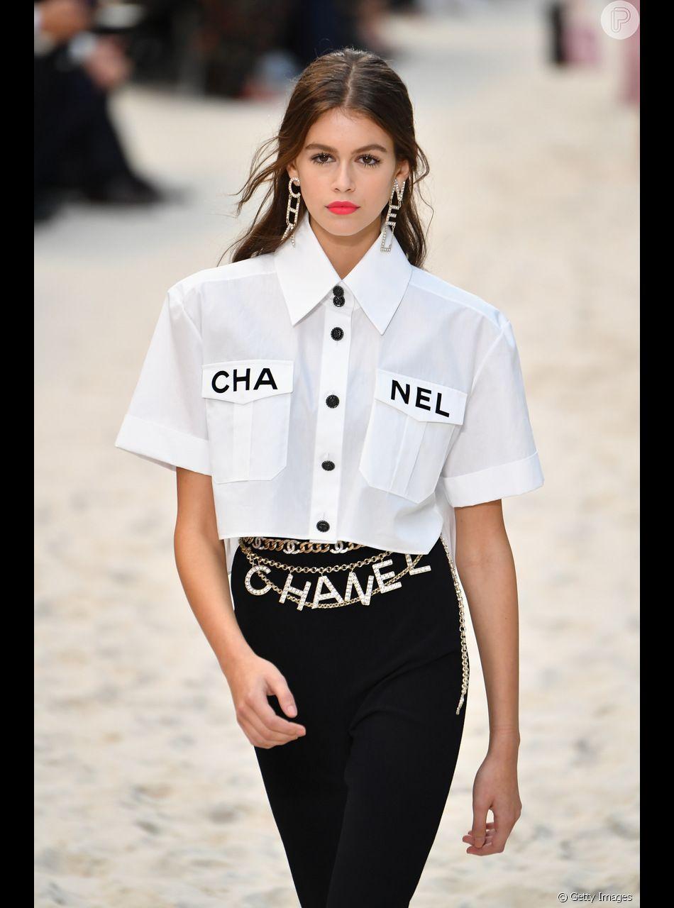 83ff01ff9 Kaia Gerber veste modelo cropped da Chanel - Purepeople
