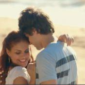 Chay Suede e Paloma Bernardi aparecem em cenas românticas no filme 'Lascados'