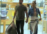 Juliana Paes aposta em look casual para ir às compras com o marido. Fotos!