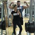 Adriana Sant'Anna malha sob orientação do personal trainer  Ricardo Schultz