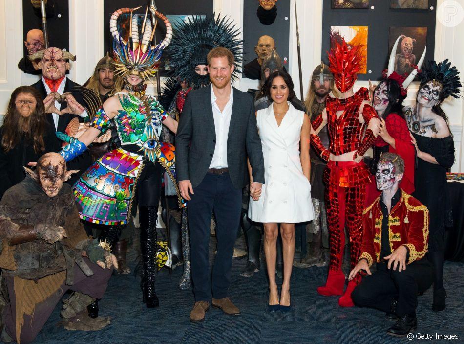 Meghan Markle visita escola de cinema na Nova Zelândia acompanhada do marido, o príncipe Harry, em 29 de outubro de 2018