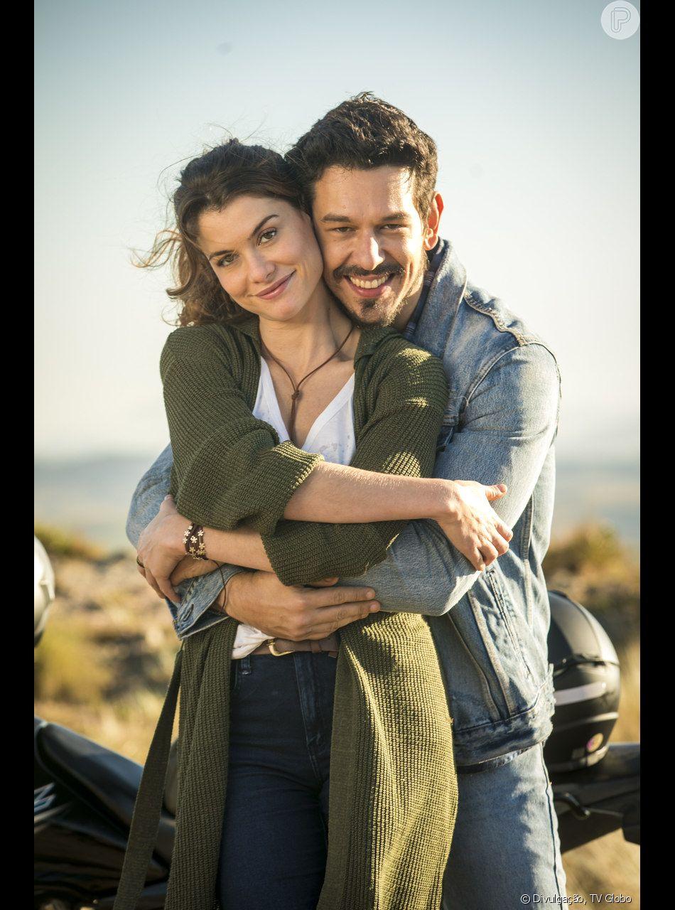 Em 'Espelho da Vida', Isabel (Alinne Moraes) confirma que Alain (João Vicente de Castro) é pai de  Priscila (Clara Galinari)