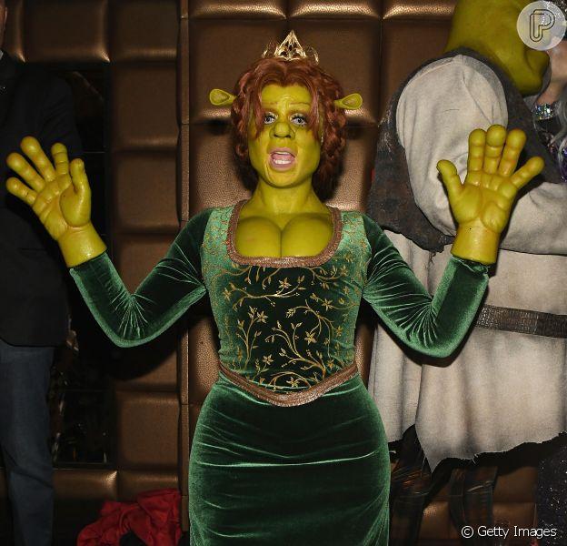 Heidi Klum se fantasia de princesa Fiona em festa anual de Halloween