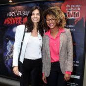Helena Ranaldi e Sheron Menezzes vão ao teatro, no Rio de Janeiro