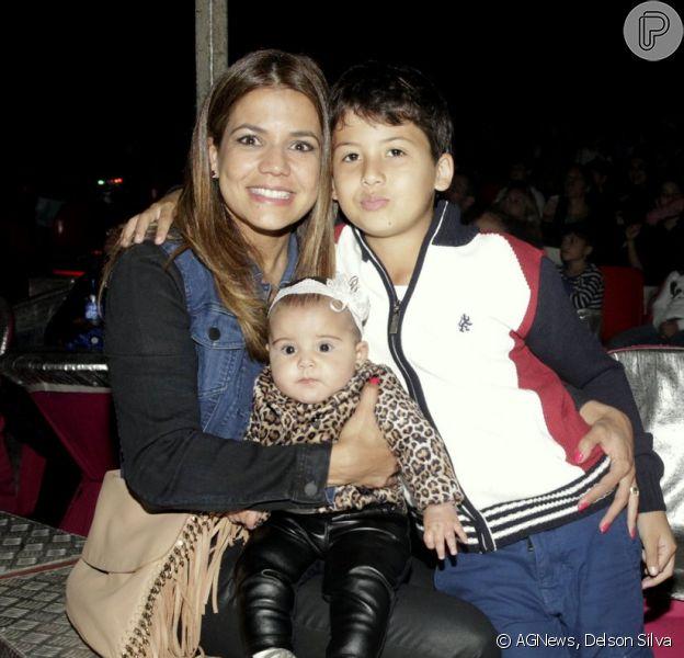 Nivea Stelmann leva os filhos, Bruna e Miguel, a circo no Rio de Janeiro (31 de agosto de 2014)