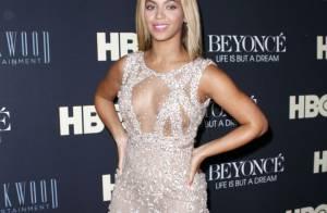 Beyoncé, com decote e transparência, brilha na pré-estreia de seu documentário