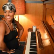 Cantora Alicia Keys mostra barriga discreta da segunda gravidez