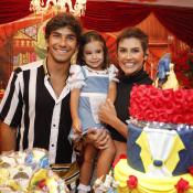 Deborah Secco e Hugo Moura comemoram aniversário de Maria Flor. Fotos!