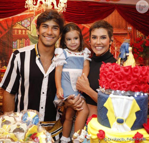 Deborah Secco Comemora Aniversário De 3 Anos Da Filha Maria