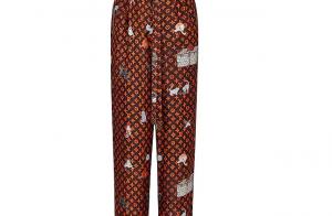 Anitta usa calça pijama Louis Vuitton para live show. Todos os detalhes do look!