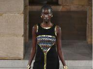 Jeans e muito dourado no desfile da Chanel em Nova York