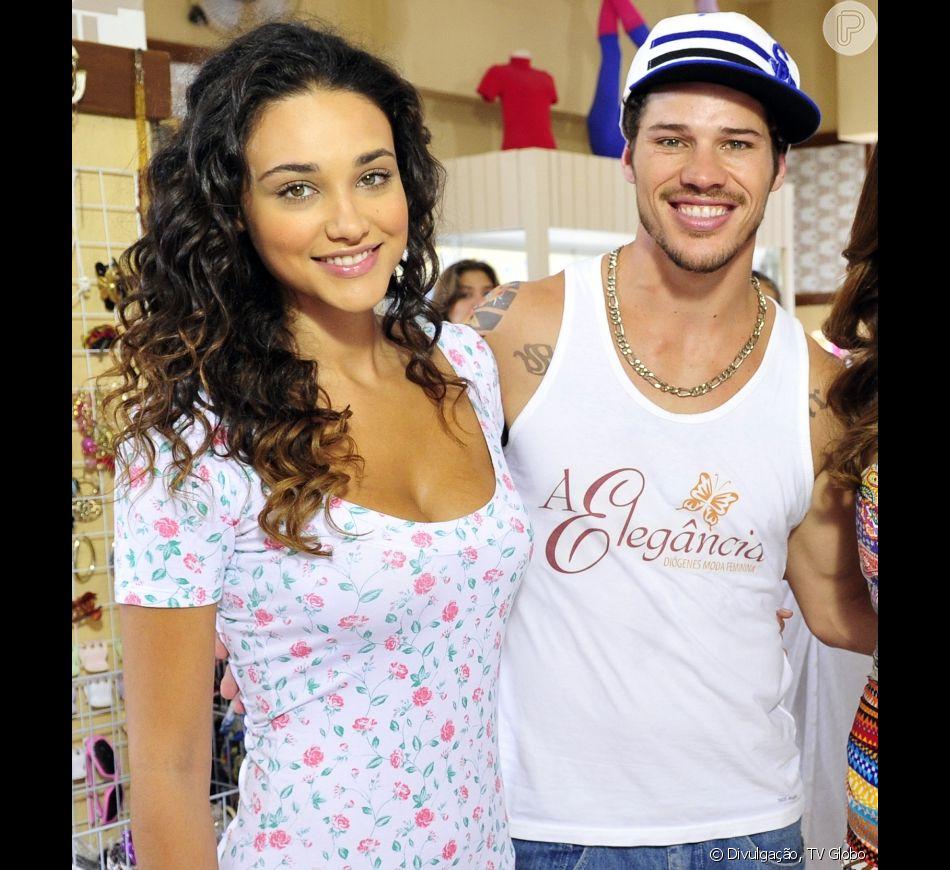 José Loreto e Débora Nascimento engataram o romance nos bastidores da novela 'Avenida Brasil', na qual interpretaram Darkson e Tessália