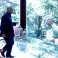 Aílton Graça é recebido com festa por Ana Maria Braga. Ator, que faz Xana, em 'Império', completou 50 anos no dia 9 de setembro de 2014