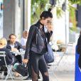 O coque complementou o look descolado de Kendall Jenner