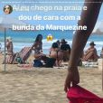 Bruna Marquezine é clicada por uma fã na praia, em Fernando de Noronha