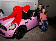 Larissa Manoela exibe seu carro rosa de R$ 100 mil:'Pode se transformar em azul'