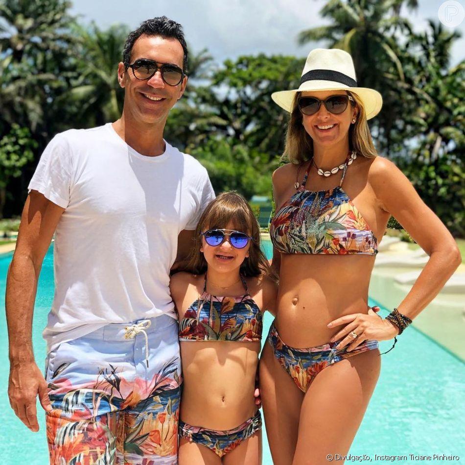 Ticiane Pinheiro, Cesar Tralli e Rafaella Justus combinaram look de praia na Bahia
