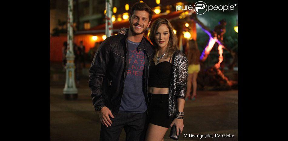 Leonardo (Klebber Toledo) e Amanda (Adriana Birolli) têm noite quente juntos, em 'Império', em outubro de 2014