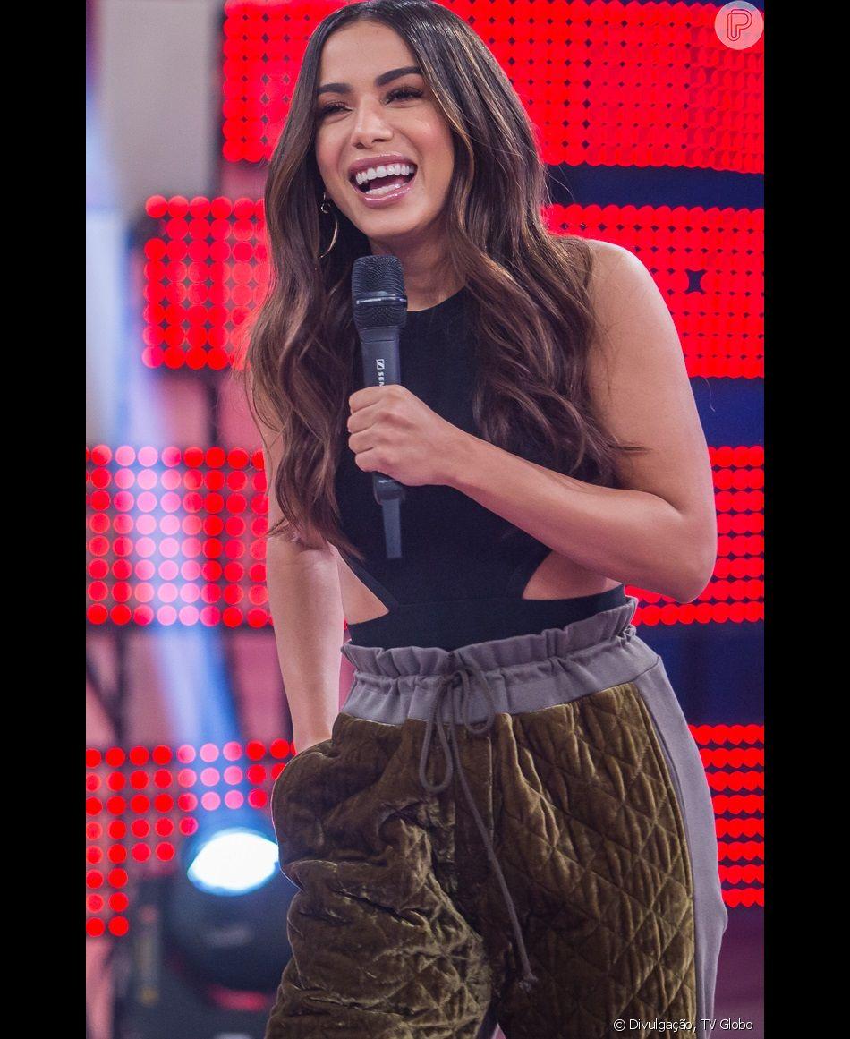 Anitta se divertiu neste sábado, 12 de janeiro de 2019, ao trocar de roupa com uma sósia e ver a jovem se passar por ela