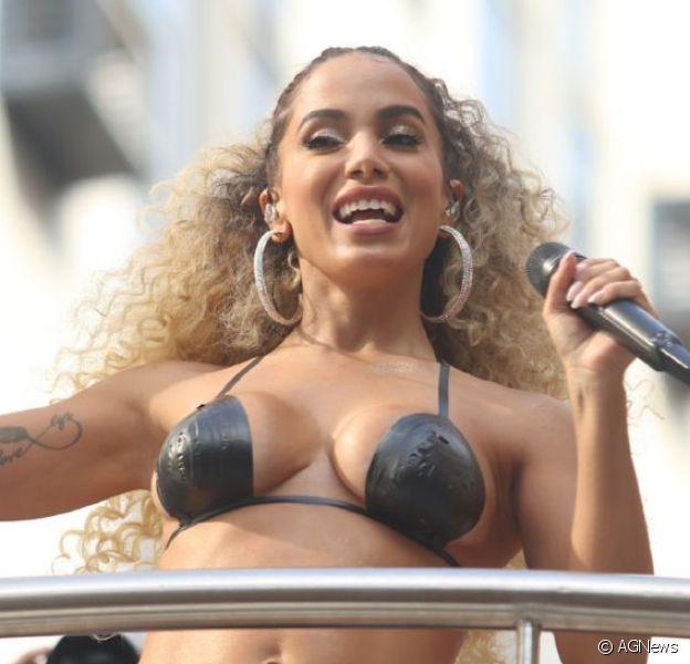 Promoter mostra Anitta dançando com biquíni fio-dental