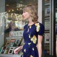 Taylor Swift investe mais um look vintage durante passeio