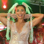 Juliana Paes aposta em decote e arrasa no look em ensaio para o carnaval 2019