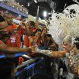 Will Smith curte o desfile do Grupo Especial e cumprimenta Viviane Araújo