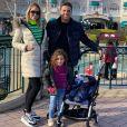 Wesley Safadão, a mulher, Thyane Dantas e os filhos Ysis e Dom aproveitaram o parque da Disney na França
