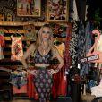 Fiorella Mattheis arrasou no cropped para o evento de moda