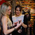 Famosos prestigiam lançamento da coleção da marca Rosa Chá, no Rio de Janeiro